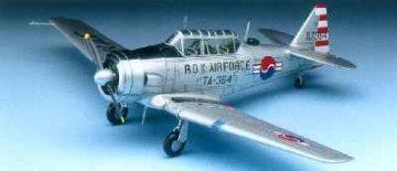 T-6 Texan · AY 12460 ·  Academy Plastic Model · 1:72