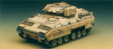 M2 Bradley IFV m. Inneneinrichtung · AY 13237 ·  Academy Plastic Model · 1:35