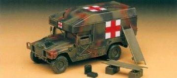 M997 Maxi Ambulanz · AY 13243 ·  Academy Plastic Model · 1:35