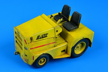 United Tractor GC-340/SM340 tow tractor (dual mounting) · AERB 320060 ·  Aerobonus · 1:32