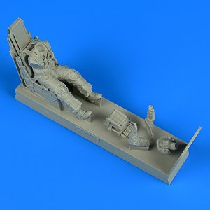 US Navy Pilot with ejection seat - A-7E Corsair II late v.-fitted w. SJU-8/A [Trumpeter] · AERB 320107 ·  Aerobonus · 1:32
