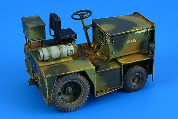 United Tractor G40C TOW Tractor (LPG) · AERB 320108 ·  Aerobonus · 1:32