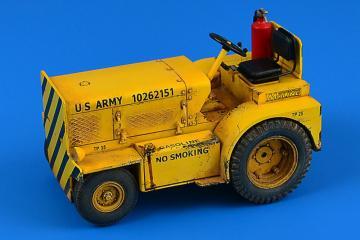 Minneapolis-Moline MT-40 Tow Tractor (US- NAVY) · AERB 320123 ·  Aerobonus · 1:32