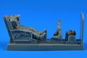 U.S.A.F. Fighter Pilot with ejection seat - F-86 Sabre [Kinetic] · AERB 320139 ·  Aerobonus · 1:32
