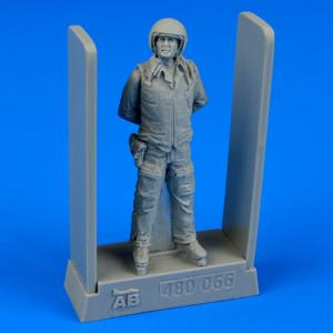 Soviet air force fighter pilot · AERB 480066 ·  Aerobonus · 1:48