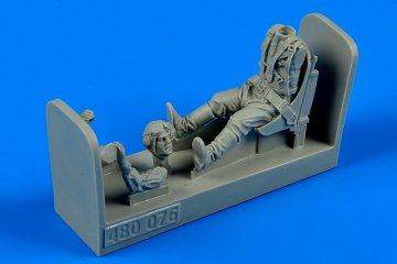 Russian WWII pilot with seat for P-39 Air · AERB 480076 ·  Aerobonus · 1:48