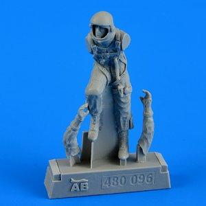 U.S.A.F. fighter pilot-pressure suit 1960-1975 · AERB 480096 ·  Aerobonus · 1:48
