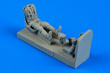 Russian Fighter Pilot WWII with seat for La-5 · AERB 480118 ·  Aerobonus · 1:48