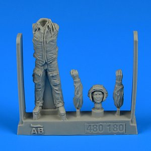 Modern Soviet Fighter Pilot with HUD · AERB 480180 ·  Aerobonus · 1:48
