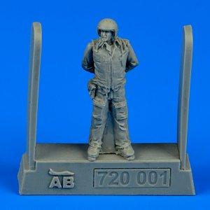 Soviet air force fighter pilot · AERB 720001 ·  Aerobonus · 1:72