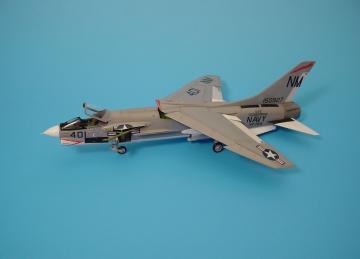 F-8E Crusader · AIR 4180 ·  Aires · 1:48