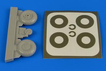 Bücker Bü 131  - Wheels & paint masks transverse tread with disc cover [ICM] · AIR 2222 ·  Aires Hobby Models · 1:32