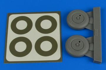 Spitfire Mk.IX - Wheels (covered) & paint masks [Tamiya] · AIR 2237 ·  Aires Hobby Models · 1:32