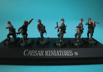 WWII German Panzergrenadiers set1 (fertig bemalt) · CAE P801 ·  Caesar Miniatures · 1:72