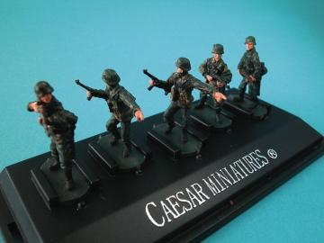 WWII German Panzergrenadiers set2 (fertig bemalt) · CAE P802 ·  Caesar Miniatures · 1:72