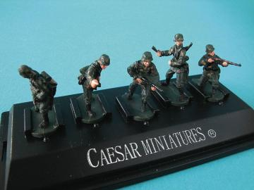 WWII German Panzergrenadiers set3 (fertig bemalt) · CAE P803 ·  Caesar Miniatures · 1:72
