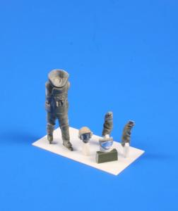 Bomb Disposal Technician · CMK F35246 ·  CMK · 1:35