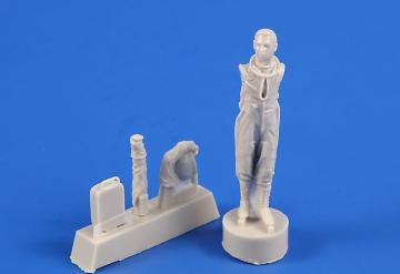 US pilot with full pressure suit (for SR-71, U-2 and other planes) · CMK F48363 ·  CMK · 1:48