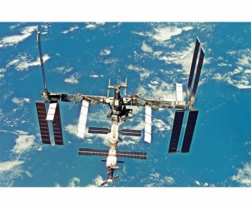Intern. Space Station (Phase 2007) · DR 11024 ·  Dragon · 1:400