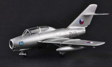 Mig-15UTI Czechoslovakia Air Force · EZM 37137 ·  Easy Model · 1:72