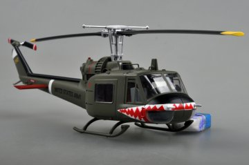 UH-1C 174th AHC gun platoon Sharks 1970 · EZM 39318 ·  Easy Model · 1:48