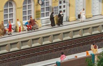 Moderner Bahnsteig für C-Gleis · FAL 120100 ·  Faller · H0