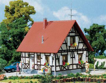 Einfamilienhaus mit Fachwerk · FAL 130222 ·  Faller · H0