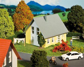Einfamilienhaus, gelb · FAL 130317 ·  Faller · H0