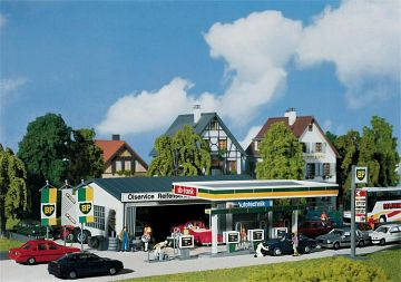 Tankstelle mit Servicegebäude · FAL 130345 ·  Faller · H0