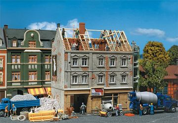 Stadthaus in Renovierung · FAL 130456 ·  Faller · H0