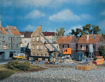 Abbruchhaus mit Bagger · FAL 130466 ·  Faller · H0