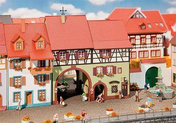 Stadthaus Niederes Tor · FAL 130499 ·  Faller · H0