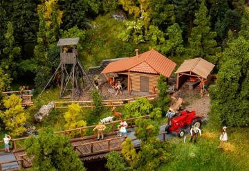 Jagdhütte mit Hochsitz · FAL 130637 ·  Faller · H0