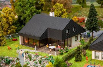 Architektenhaus mit Plattendach · FAL 130643 ·  Faller · H0