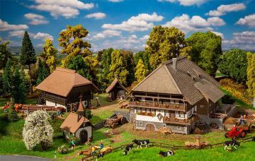 Schwarzwald-Set Vogtsbauernhof · FAL 130677 ·  Faller · H0