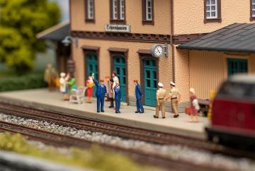 Bahnpersonal & Schaffnerpfiff - Figuren-Set mit Sound-Effekt · FAL 180237 ·  Faller · H0