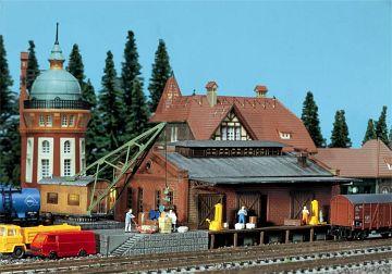 Güterhalle mit Ladekran · FAL 222180 ·  Faller · N
