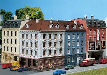 Eckhaus mit Nebengebäude · FAL 232262 ·  Faller · N