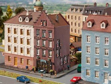 Altstadthaus mit Bar · FAL 232334 ·  Faller · N