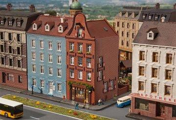 Altstadthaus mit Zigarrenladen · FAL 232335 ·  Faller · N