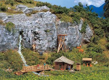 Jagdhütte mit Hochsitz · FAL 272532 ·  Faller · N