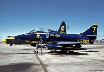 TA-4J Skyhawk ´Blue Angels´ · HG 609937 ·  Hasegawa · 1:48