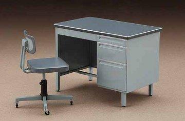 Schreibtisch und Stuhl. · HG 662003 ·  Hasegawa · 1:12