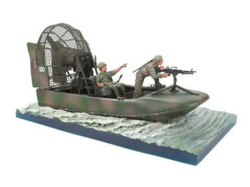 Aircat Airboat Base with 2 Figures (the boat is not included) · HF 083 ·  Hobby Fan · 1:35