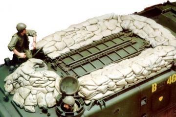 U.S.Marine LVTP5 Crew & Sandbags · HF 516 ·  Hobby Fan
