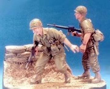 101 Airborne 1965-1966- 2 Figures w/Base · HF 539 ·  Hobby Fan · 1:35