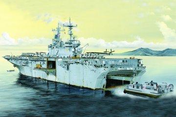 USS Essex LHD-2 · HBO 83403 ·  HobbyBoss · 1:700