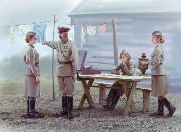 Soviet Military Servicewomen (1939-1942) · ICM 35621 ·  ICM · 1:35
