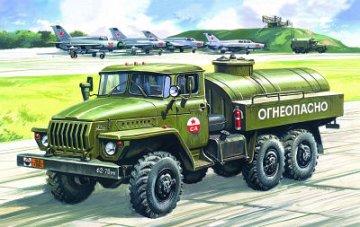 Ural 4320 Petrol Bowser · ICM 72613 ·  ICM · 1:72