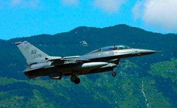Lockheed Martin F-16 DG/DJ Fighting Falcon · IT 2683 ·  Italeri · 1:48